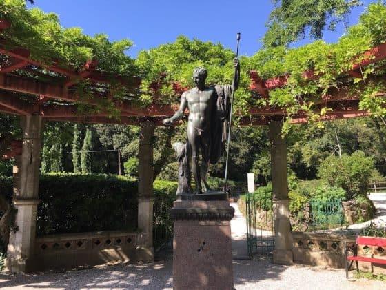 Statua nel parco