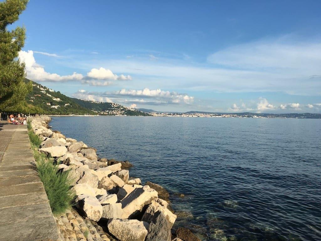 Vista su Trieste da barcola