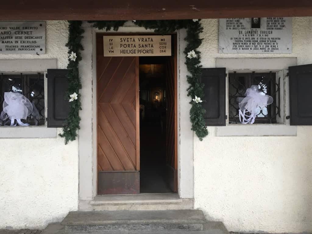 Entrata santuario Monte Lussari