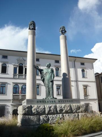 monumento adelaide ristori