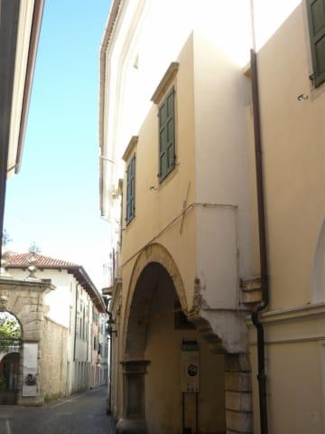 Palazzo de Portis su via carlo d'Alberto
