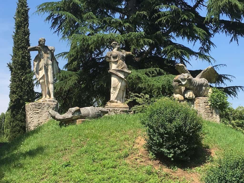 Statue nel parco di Villa Manin