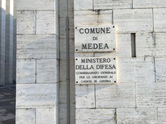 Targa sul monumento