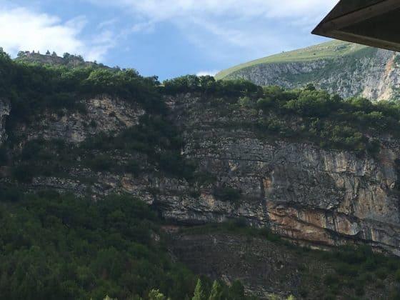 Resti della montagna crollata vajont