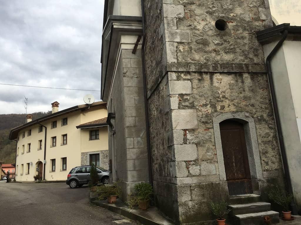 Scorcio della chiesa di Brischis