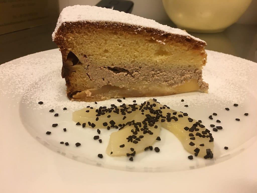 Hemlagad tårta med ricotta och päron