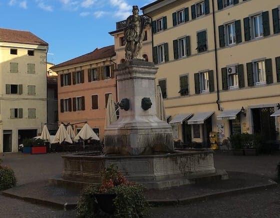 Fontana in Piazza Paolo Diacono