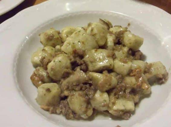 Gnocchi funghi e salsiccia Borgo dei Spori