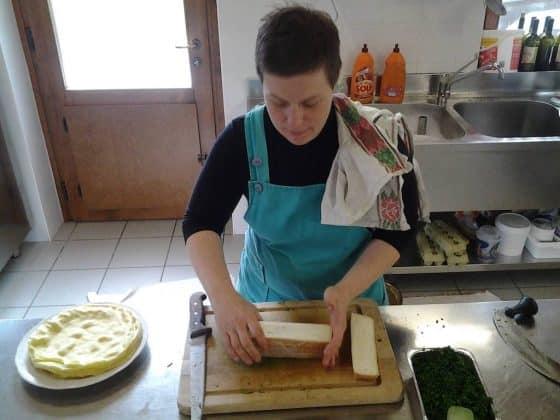 Preparazione delle crespelle senza glutine Borgo dei Sapori
