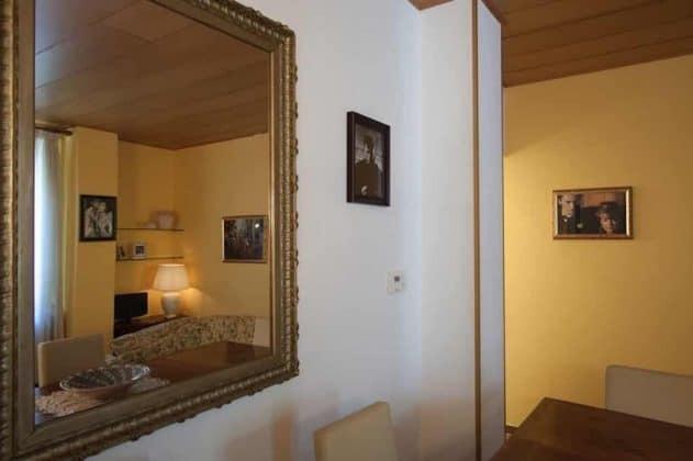 Specchio in salotto Il confortevole salotto Casa Vacanze il Gattopardo