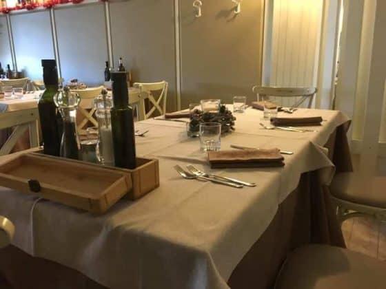 Dettaglio tavola Vineria Vencò