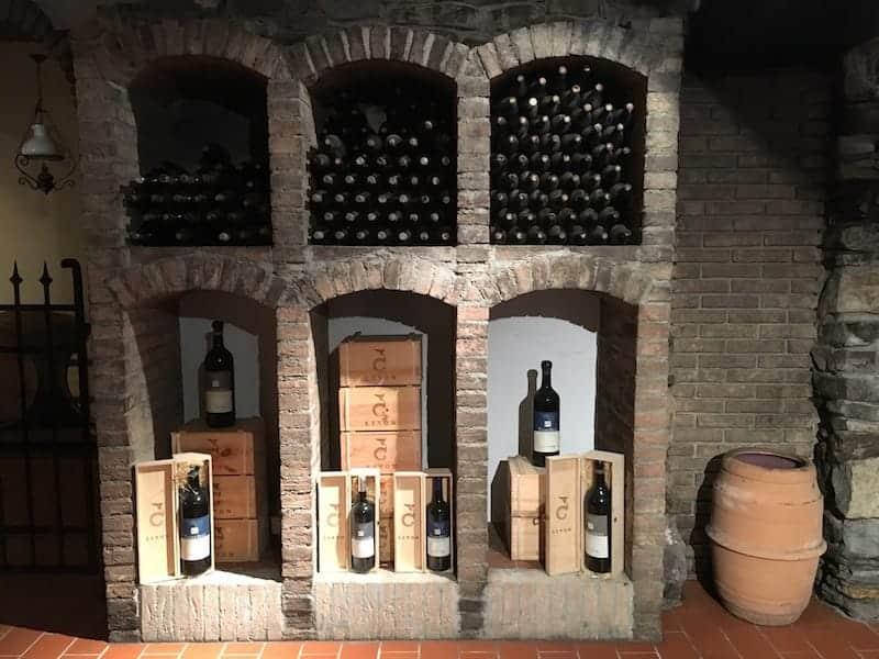Livon Vineria Vencò vinkällare display