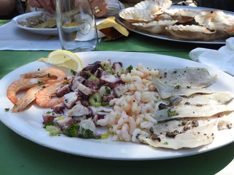 Antipasto di pesce Fiuri de Tapo