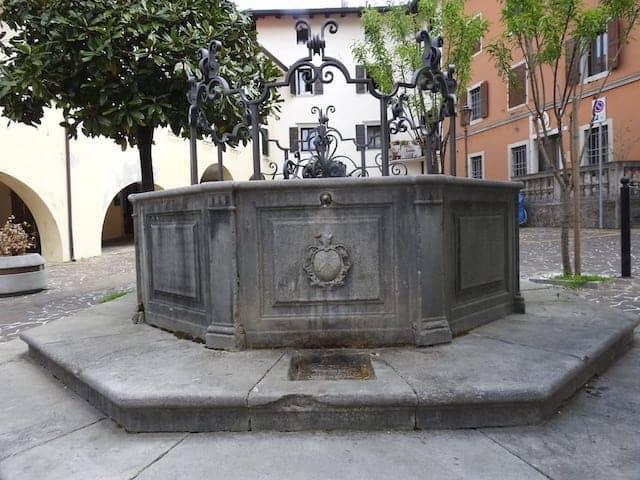 Fontana Piazza Cattaneo