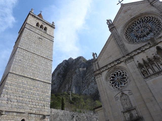 klocktornet i katedralen i Gemona