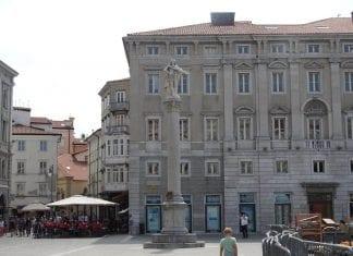 colonnadi Carlo VI