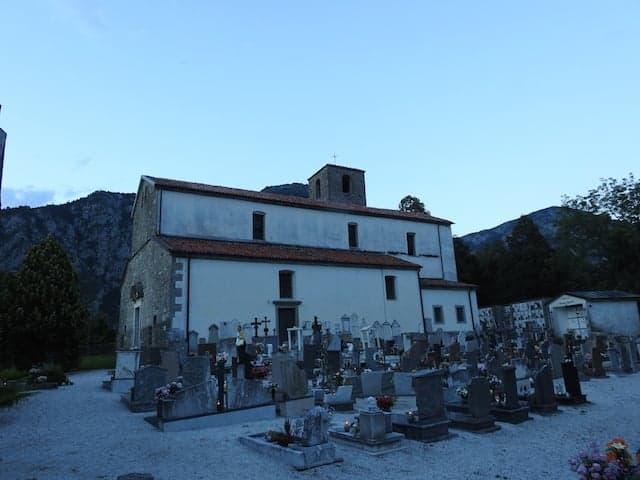 Pieve di Santa Maria Maddalena con cimitero
