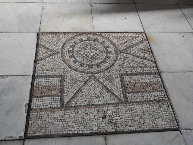 Mosaico sul pavimento