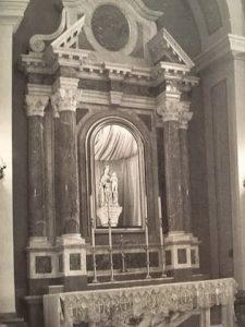 Altare con la Madonna