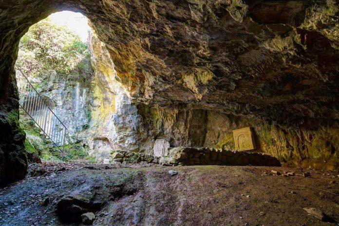 Grotta del Dio Mitra