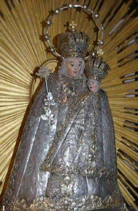 Statuetta della madonna con bambino