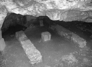 Mithraeums grotta - Påskrevoltella