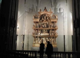 trä altare av Giovanni Martini